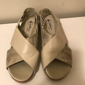 Earthies by earth open toe sandals size 6B
